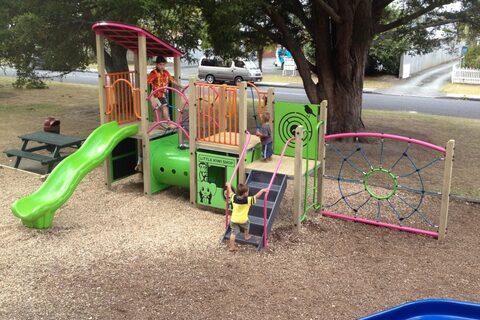 Mander Park Playground