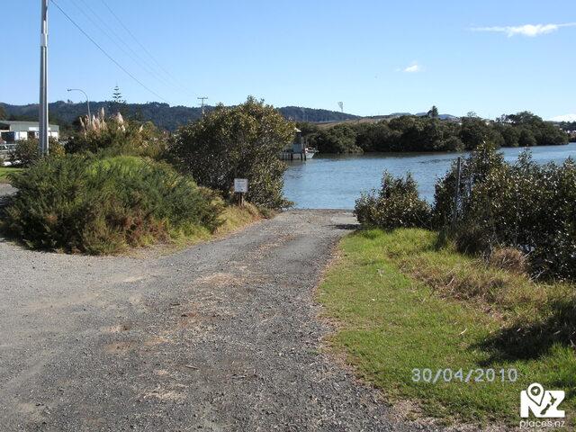 Limeburner's Creek Boat Ramp