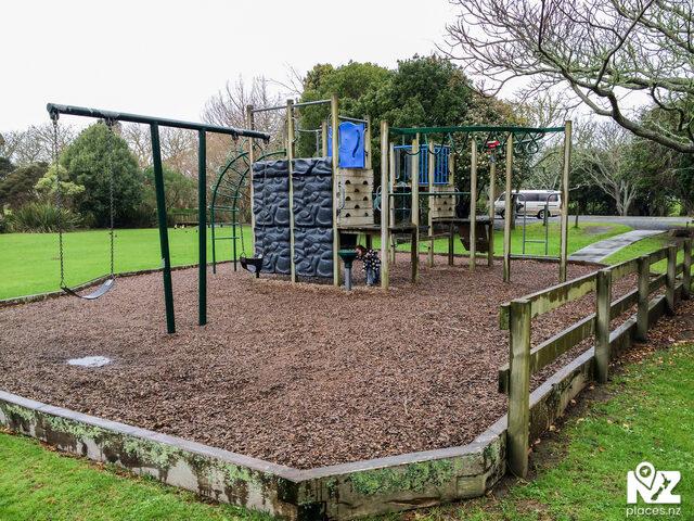 Waihoihoi Park Playground